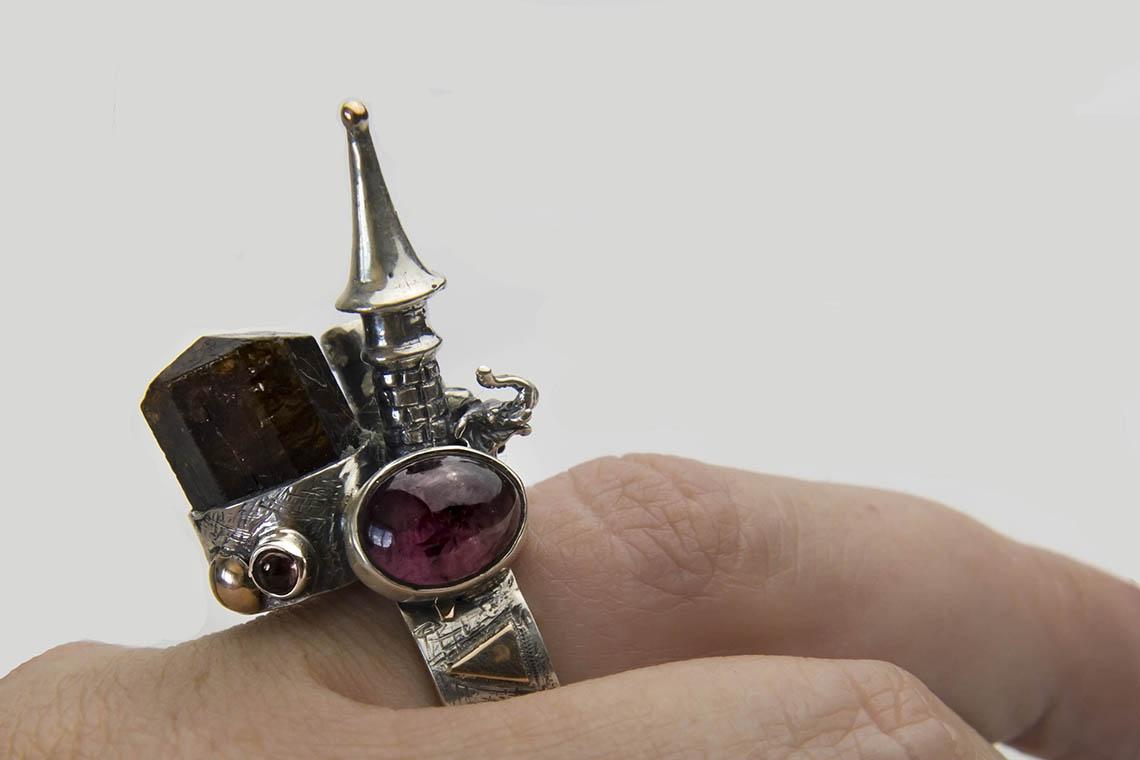 """Кольцо """" Замок """"с кристаллом и кабошоном турмалина."""