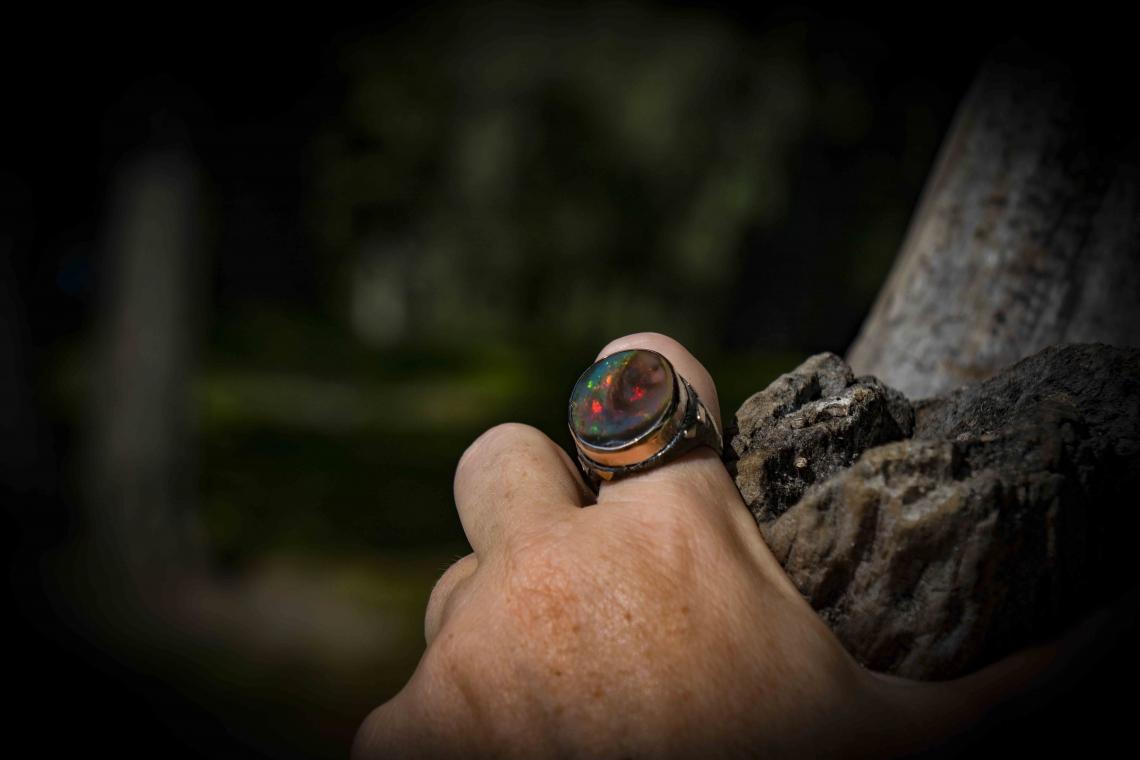 Кольцо с круглым эфиопским опалом