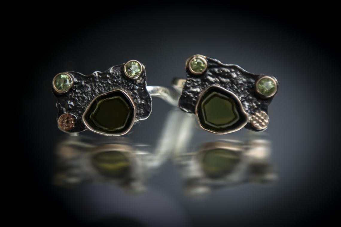 Серебряные серьги с кристаллом турмалина и демантоидами (зеленый гранат).